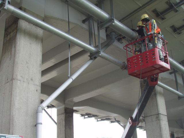 高架橋継目部分の補強工事